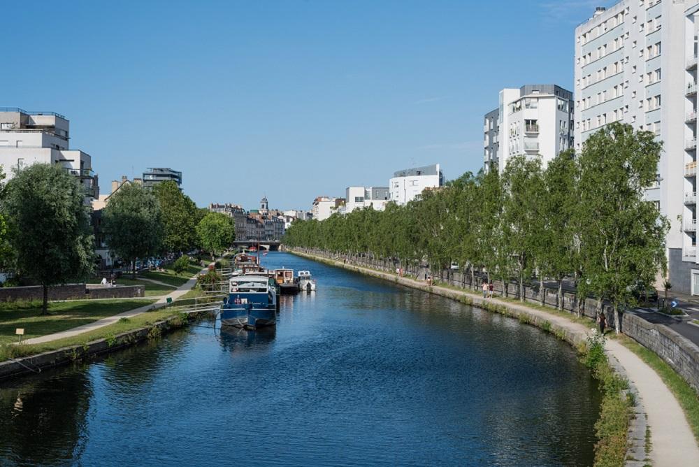 Explorer la ville en petits bateaux
