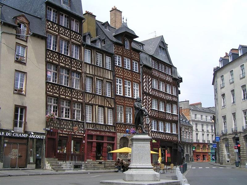 rue leperdit immeuble penche rennes hotel des lices