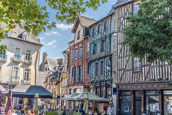 Votre Hôtel au Centre de Rennes – Visite de la place Sainte-Anne